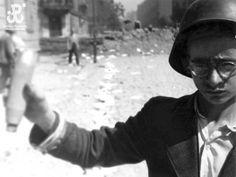 "Photographer Joachim Joachimczyk ""Joachim"". Child of the Warsaw Uprising. Links to memorial museum for Warsaw."