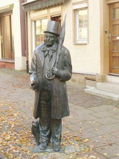 Эдуард Мёрике (Eduard Mörike), немецкий поэт, писатель, переводчик/ Памятник в городе Лорх.