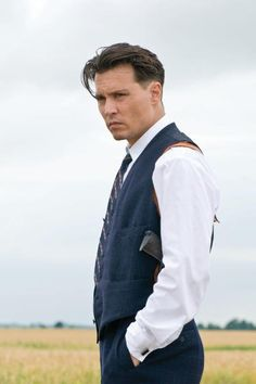 Still of Johnny Depp in Public Enemies. I love the way gangsters from the 30s dressed. Lawd Jesus take the wheel