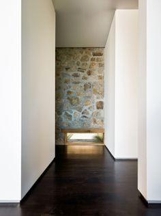 Natursteinwand Innen   Kontrast Durch Weiß Verputzte Wände