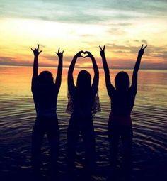 (Best Friend Pictures) - Marie M. Best Friend Pictures, Bff Pictures, Friend Photos, Beach Pictures, Friendship Pictures, Polaroid Pictures, Bff Pics, Best Friend Photography, Tumblr Photography