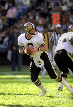 1973 NEW ORLEANS SAINTS | New Orleans Saints quarterback (8) Archie Manning in action during the ...