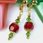 Earrings Handmade Christmas Clip On Earrings, Red and Green Crystal, Non Pierced Dangles - Boho Jewelry, Jewelry Crafts, Beaded Jewelry, Jewellery Box, Jewelry Ideas, Jewlery, Beaded Christmas Ornaments, Christmas Earrings, Handmade Christmas