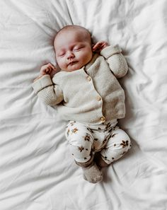 Cute Babies, Baby Kids, Baby Boy, Baby Family, Fall Winter Outfits, Baby Wearing, Baby Fever, Children Photography, Aesthetic Clothes