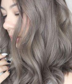 blond foncé cendré, coloration jolie sur cheveux longs