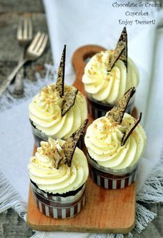 Recipes for muffins & cupcakes, sweet and savoury Doughnut Cake, Cheesecake Cupcakes, Muffin Recipes, Mini Cakes, Birthday Candles, Muffins, Food And Drink, Sweets, Chocolate