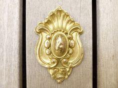 Antique cache clou en laiton doré 1800  par LeGrenierDeFrancine
