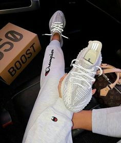 Adidas Yeezy Boost 350 Cloud White Non Reflective Yeezy Sneakers, Gucci Sneakers, Sneakers Mode, Sneakers Fashion, Adidas Sneakers, Tennis Sneakers, Nike Tennis Shoes, Gucci Shoes, Yeezy Outfit