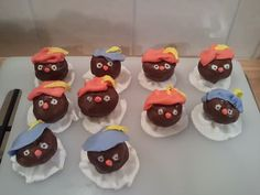 zwarte piet soesjes. Love this idea for Sinterklaas, also to take to school on 5 December.