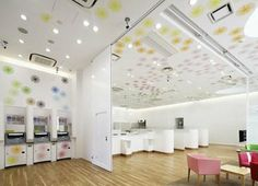 ATMs and teller windows at Sugamo Shinkin Bank in Tokyo. I would totally bank here! By emmanuelle moureaux architecture + design Lobby Interior, Retail Interior, Interior Design, Architecture Design, Contemporary Architecture, Building Architecture, Japan Design, Banks Office, Showcase Design