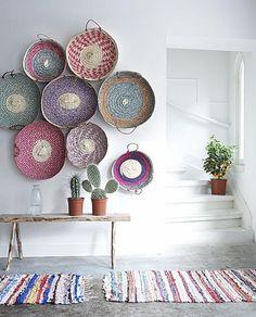 Dale protagonismo   QuiereTeBien Cómo crear rincones especiales #post #alfombra #colores #blanco http://www.quieretebien.com/actualidad/%1Bdecoraci%C3%B3n/dale-protagonismo