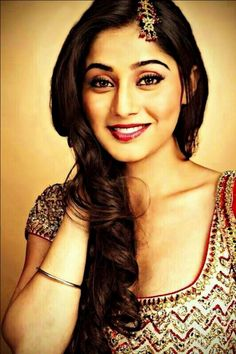 Soumya Seth is an Indian television actress. Her date of birth is October 17, 1989 and she was born in Guwahati, India. She is the cousin of actress Ragini Khanna and comedian Krishna Abhishek and actor Amit Khanna.