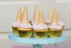 Coat cones in white chocolate and add edible glitter or colorful sprinkles and use as Unicorn Horn cupcakes! Gold Cupcakes, Unicorn Cupcakes, Cheesecake Cupcakes, Unicorn Birthday Parties, Unicorn Party, Birthday Ideas, Babyshower, Unicorn Wedding, Girl Sleepover