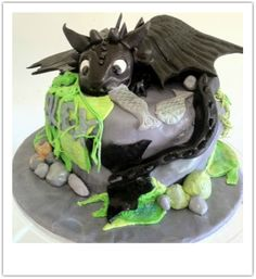 Toothless ! How to train your dragon cake. www.toocoolforschoolcakes.com.au