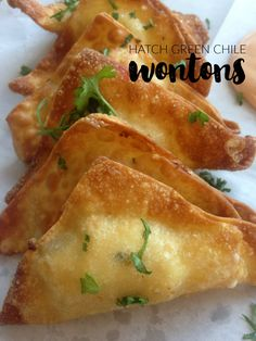 These Hatch Green Chile and Cheese Wontons are the perfect party appetizer finge. These Hatch Green Chile and Cheese Wontons are the perfect party appetizer finger food for those wh Green Chili Recipes, Mexican Food Recipes, Mexican Finger Foods, Wonton Recipes, Appetizer Recipes, Italian Appetizers, Mexican Appetizers, Crab Recipes, Fast Recipes