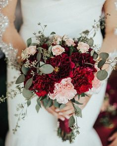 "5,583 curtidas, 38 comentários - Wedding Chicks® (@weddingchicks) no Instagram: ""Deep reds and blush #NeverBetter #LoveTheseColors Photography by @withlovebygeorgie • • •…"""