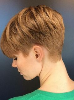 Coupe sympa - My list of women's hairstyles Cute Hairstyles For Short Hair, Short Hair Cuts For Women, Short Hair Styles, Short Haircuts, Short Hair Back, Super Short Hair, Androgynous Hair, Crop Hair, Pixie Haircut