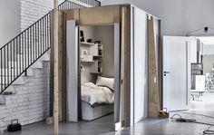 Portaikon viereen rakennettu nukkumatila Ideat-galleriastamme.