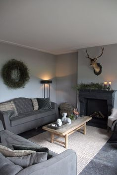 Interior projects - Frieda Dorresteijn - Lilly is Love My Living Room, Home And Living, Living Spaces, Cottage Shabby Chic, Room Interior, Interior Design, Interior Ideas, Christmas Decorations For The Home, Home Decor Furniture