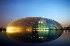 Centro nacional de las artes escénicas, China. Diseño de el arquitecto francés Paul Andreu.  © Christian Kober/JAI/Corbis