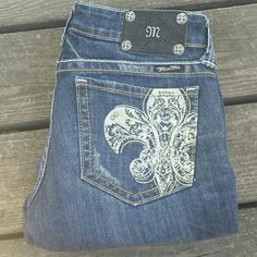 "Miss Me Fleur-de-lis Boot cut Bling Jeans! Miss Me Boot Cut Bling Jeans! Size 28, 31"" inseam. Fleur-de-lis on back pockets. Miss Me Jeans Boot Cut"