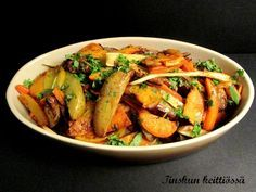 Uunijuurekset on loistava lisuke Vegetarian Recepies, Finnish Recipes, Mushroom Rice, Toddler Meals, Toddler Food, Rice Dishes, Kung Pao Chicken, Pot Roast, Vegetable Recipes
