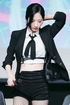 181007 ©︎ new folder Stage Outfits, Kpop Outfits, Dance Outfits, Girl Outfits, Kpop Girl Groups, Kpop Girls, University Girl, Bubblegum Pop, Girl Artist