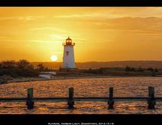 Sunrise at the Edgartown Lighthouse on Martha's Vineyard captured by the very talented Vineyard Colors. #vineyardcolors #edgartownharbor #capecod www.capecodrelo.com