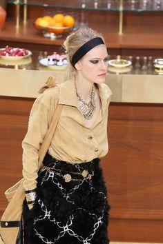 いっそう美人度をあげて!ラインメイクの復活 シュワルツコフ ファッショントレンド情報 シュワルツコフ オンライン
