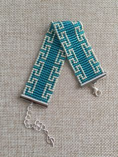 off loom beading Bead Loom Designs, Beaded Jewelry Designs, Beaded Braclets, Bead Loom Bracelets, Bead Crochet Patterns, Beading Patterns, Loom Bracelet Patterns, Tear, Beads And Wire