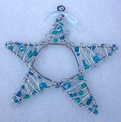 Metal wire star - Joulun lähestyessä iski taas tuo rautalanganvääntöinto. Viime cuoden sydämiä on vielä jäljellä joten tehdäänpä sitten tähtiä vaihteeksi. Va...