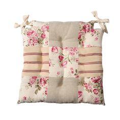 idée super cool de patchwork facile - une galette de chaise patchwork en tissu rayé et fleuri