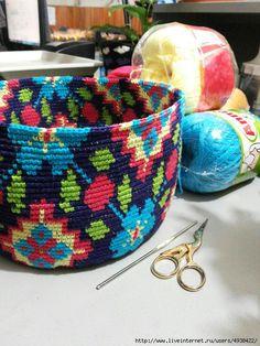 Tapestry crochet With chart Tapestry Crochet Patterns, Crochet Mandala Pattern, Crochet Basket Pattern, Crochet Stitches, Hippie Crochet, Crochet Home, Embroidery Floss Projects, Stitch Witchery, Crochet Cap