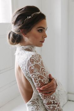 The Blanchett delicate wedding crown is the definition of effortless bridal luxury. Subtle with a hint of floral finery, a dainty piece for modern brides.