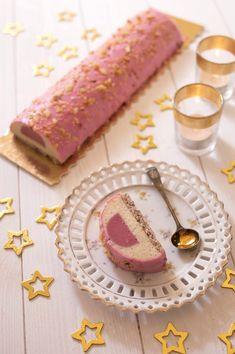 raspberry almond shared by Ʈђἰʂ Iᵴɲ'ʈ ᙢᶓ on We Heart It Homemade Cake Recipes, Cookie Recipes, Dessert Recipes, Mini Desserts, Christmas Desserts, Christmas Log, Christmas Recipes, Christmas Ideas, Bolo Original