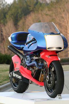 Britten motorfiets. Zijn tijd ver vooruit. Visionair.
