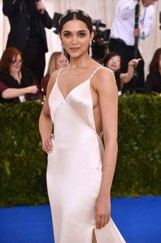 Deepika Padukone Looks Irresistibly Sexy In a Revealing White Dress At The MET Gala in New York Bollywood Actress Hot Photos, Indian Actress Hot Pics, Indian Bollywood Actress, Beautiful Bollywood Actress, Most Beautiful Indian Actress, Bollywood Fashion, Indian Actresses, Indian Celebrities, Bollywood Celebrities