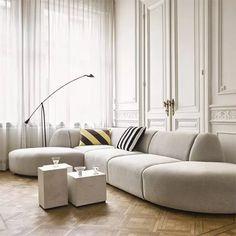Sofá Modular: Los 10 Más Cómodos y Elegantes Classic Home Decor, Easy Home Decor, Home Decor Kitchen, Cheap Home Decor, Pouf Design, Table Design, Marble Block, Unique Sofas, Block Table