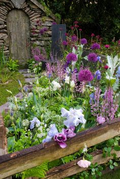 Lovely rustic garden!