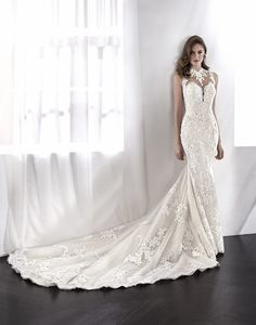 LETONIA Spectacular mermaid wedding dress. Embroidered tulle and lace are the stars of this wonderful design. A low waist dress with an illusion bodice in which the floral motifs blend in with the skin, creating the sensation that they are drawn directly on the bride's skin. A romantic wedding dress, perfect for an elegant bride....  Citește mai mult »