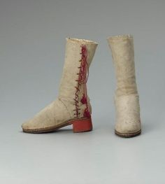 Pair of white leather boots (with red heels and red lacings) - Italian - Sock Shoes, Shoe Boots, Vintage Shoes, Vintage Outfits, Elizabethan Clothing, 1500s Fashion, 16th Century Clothing, Italy Outfits, Dark Brown Leather