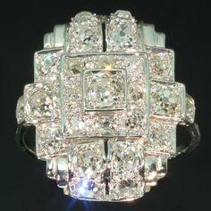 Jewelry Diamond : Strong design Art Deco platinum diamond ring ca. 1920.