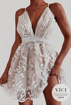 Homecoming Dresses for Juniors Embellished and Lace Women's Dresses, Pretty Dresses, Beautiful Dresses, Dress Outfits, Casual Dresses, Dress Up, Formal Dresses, Mini Dresses, Gorgeous Dress