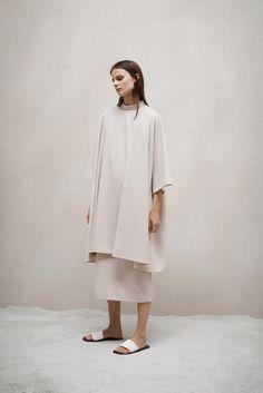 The Row Pre-Fall 2015 Fashion Show - Vasilisa Pavlova Fashion Week, Look Fashion, Fashion Show, Fashion Design, Fashion Images, Fashion Bloggers, Runway Fashion, Luxury Fashion, Fashion Trends