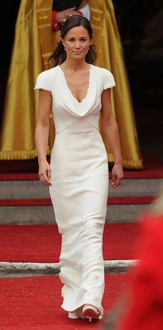 Pippa Middleton might be one of the most famous bridesmaids in history. The sister of Kate Middleton looked incredible in her Alexander McQueen dress. Pippa Middleton Wedding Dress, Pippa Middleton Style, Middleton Family, Designer Wedding Dresses, Wedding Gowns, Princesse Kate Middleton, Kate And Pippa, Alexander Mcqueen Dresses, Marie