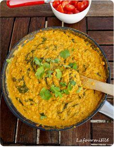 Recette indienne et végétarienne : découvrez comment préparer un dahl de lentilles corail comme Jamie Oliver.