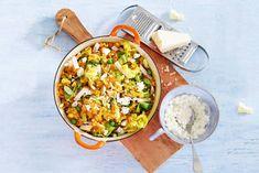 Zomerstamppot met hüttenkäse - Recept - Allerhande - Albert Heijn Oven Dishes, Fodmap, Paella, Food Porn, Food And Drink, Vegan, Baking, Dinner, Healthy