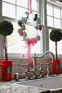 50 festive do it yourself christmas wreath ideas felt wreath christmas cookie cutter wreath wreaths craftsdiy solutioingenieria Gallery