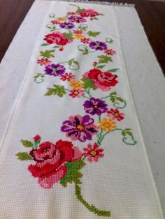💞💞💞 Easy Cross Stitch Patterns, Simple Cross Stitch, Cross Stitch Rose, Hobbies And Crafts, Diy And Crafts, Christmas Cross, Le Point, Embroidery Designs, Handmade