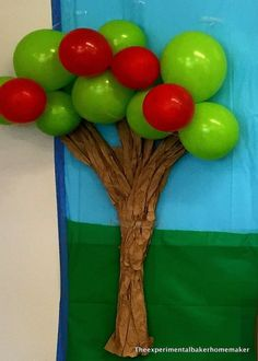 Apple tree with balloons - DIY Peppa pig party decor Peppa Pig Birthday Decorations, Pig Birthday Cakes, Fairy Birthday Party, 3rd Birthday Parties, 2nd Birthday, Birthday Ideas, Peppa E George, George Pig Party, Cumple Peppa Pig